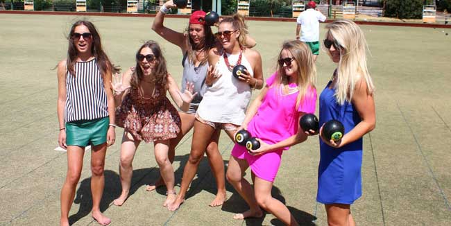 Fun-summer-activities-lawnbowls